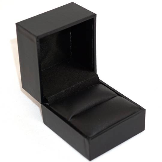 SDRL - LARGE RING BOX LEATHERETTE BLACK NO LINE BLACK VINYL PAD