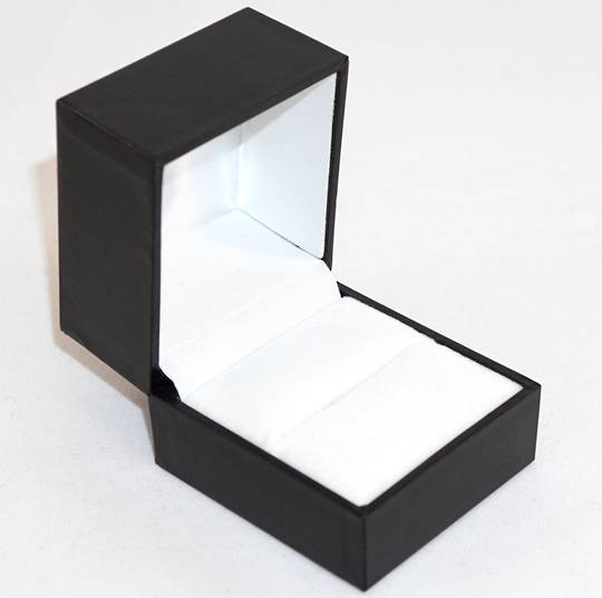 SDR - RING BOX LEATHERETTE BLACK NO LINE WHITE VELVET PAD BULK DEAL (36 PCS)