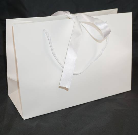 PREMIUM MEDIUM WHITE CARRY BAG WITH WHITE ROPE HANDLES & RIBBON TIE BULK DEAL (30 PCS)