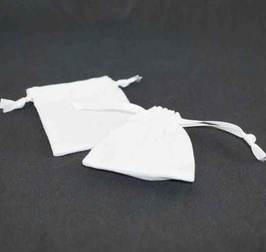 SMALL CALICO POUCH WHITE/WHITE RIBBON 70 X 80 MM
