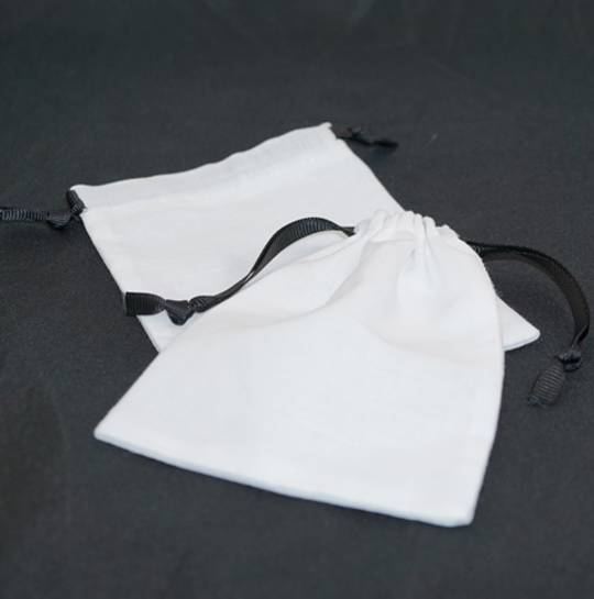LARGE CALICO POUCH WHITE/BLACK RIBBON 95 X 130 MM
