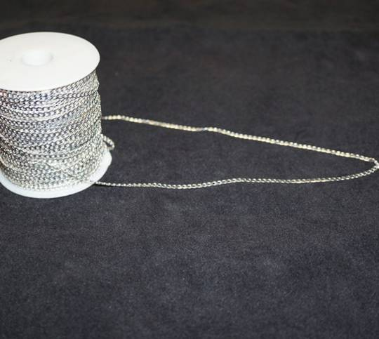 FLAT CHAIN FINE CURB SILVER PLATED 3.1X5MM (1 MTR)