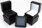 RING BOX MATT BLACK WOOD WHITE PAD