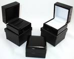 RING BOX GLOSS BLACK WOOD WHITE PAD