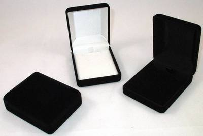 SSP1 - MEDIUM PENDANT BOX  BLACK FLOCK WHITE VINYL PAD