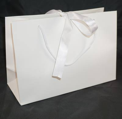 PREMIUM MEDIUM WHITE CARRY BAG WITH WHITE ROPE HANDLES & RIBBON TIE