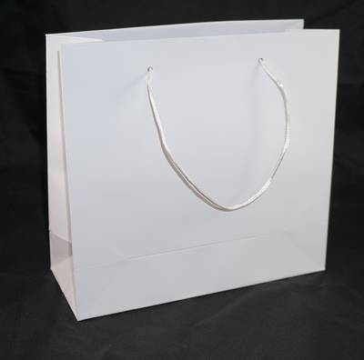 WHITE MEDIUM CARRY BAG WHITE STRINGS