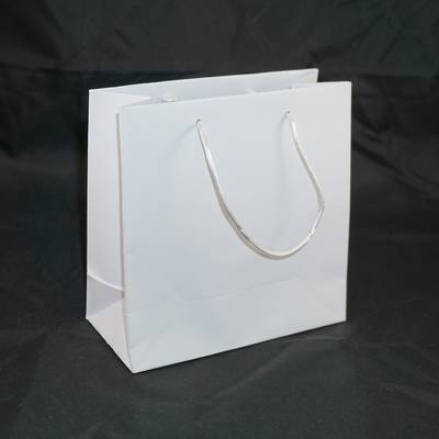 WHITE SMALL CARRY BAG WHITE STRINGS