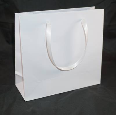 DELUXE MEDIUM WHITE CARRY BAG WITH WHITE RIBBON HANDLES