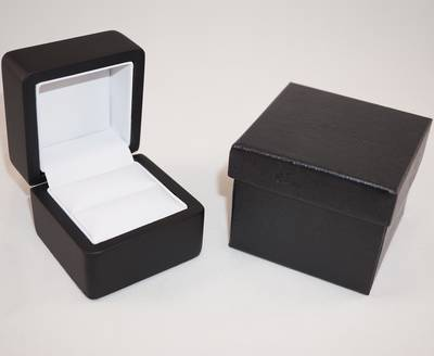 SMALL RING BOX MATT BLACK WOOD WHITE PAD