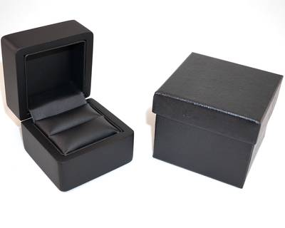 SMALL RING BOX MATT BLACK WOOD BLACK PAD