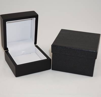 PENDANT BOX MATT BLACK WOOD WHITE PAD
