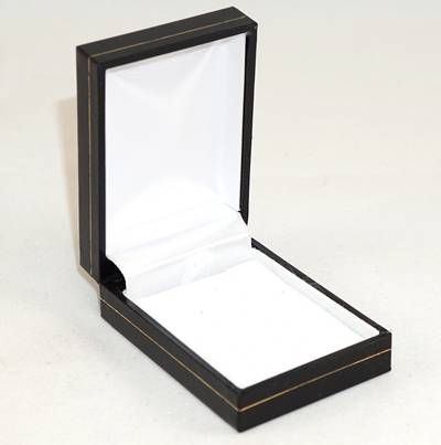 SDSP - SMALL PENDANT/EARRING BOX LEATHERETTE BLACK WHITE PAD