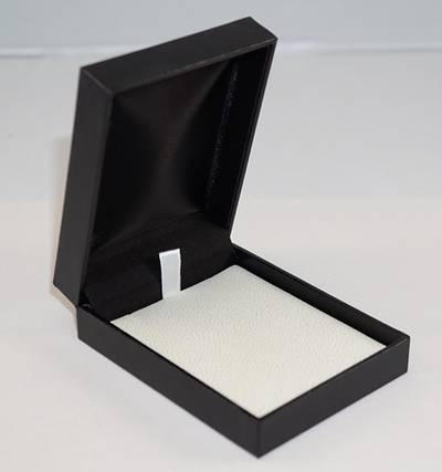 SC17 - PENDANT/DROP EARRING BOX LEATHERETTE BLACK TWO TONES INSERTS