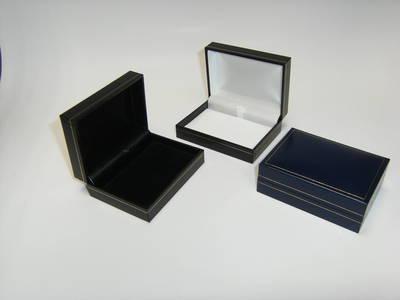 SC14 - PENDANT/BROOCH BOX LEATHERETTE NAVY WHITE PAD