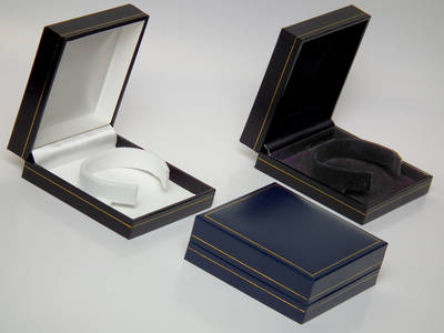 SC6 - BANGLE BOX LEATHERETTE NAVY WHITE C CLIP