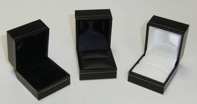 SDR - RING BOX LEATHERETTE BLACK BLACK VINYL PAD