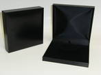 SDM - LARGE NECKLACE BOX LEATHERETTE BLACK NO LINE BLACK VELVET PAD