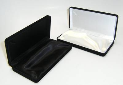 SSN1 - MEDIUM NECKLACE/PEARL BOX BLACK FLOCK WHITE INSERT